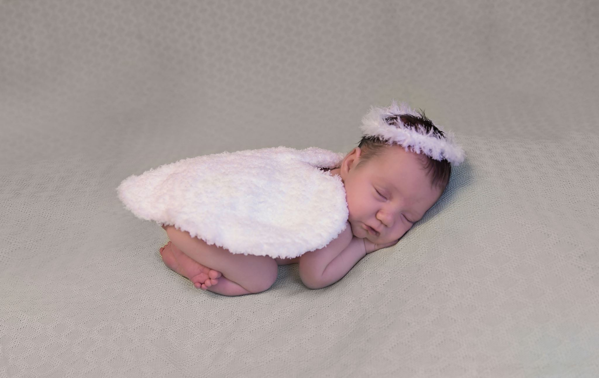 Free Newborn Angel Wings and Halo Crochet Photo Prop Pattern on AMKCrochet.com - Photo by Memories by Michele